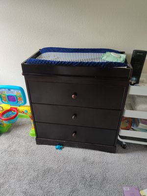 Delta Children Dresser and changing table top for Sale in Kissimmee, FL