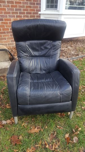 Black leather reclining chair for Sale in Columbia, MD
