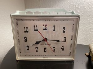 Vintage GE Electric w/ succulent background ⏰. Works great! for Sale in Portland, OR