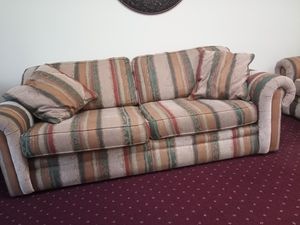 Broyhill couch and loveseat for Sale in Irmo, SC