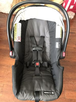 Graco SnugRide Car Seat and base for Sale in CORP CHRISTI, TX