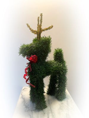 """Reindeer Deer 16"""" Evergreen Topiary Artificial Christmas Pine Tree Garland Statue for Sale in Coral Gables, FL"""