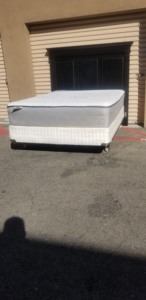 Queen Size Bed with mattress for Sale in Santa Ana, CA