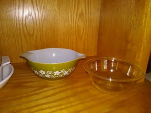 2 Pyrex bowls for Sale in Canyon Lake, CA