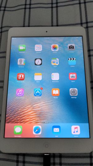iPad mini (1st generation) fully functional, cracked glass for Sale in Point Pleasant Beach, NJ
