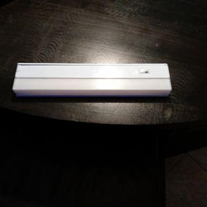 Under Cabnet Light 110 Volt for Sale in St. Petersburg, FL