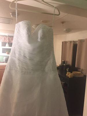 Say yes to the Dress - New for Sale in Louisburg, NC