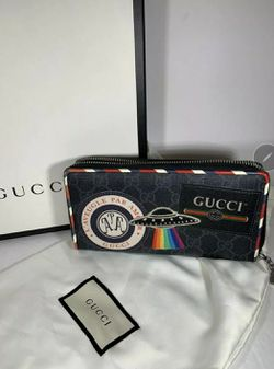 Gucci wallet for Sale in Washington,  DC