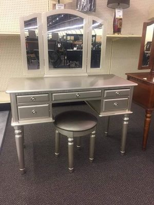 New vanity sets on sale for Sale in Rancho Cucamonga, CA