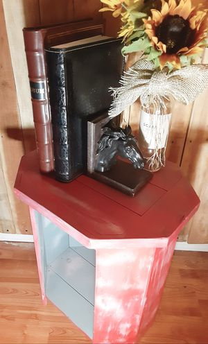 Matching end tables for Sale in Prineville, OR