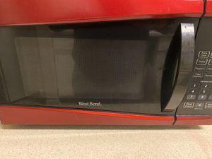 West Bend 0.9-cu. ft. 900-Watt Microwave for Sale in Hampton, VA