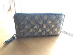Gucci zip around wallet for Sale in Santa Monica, CA