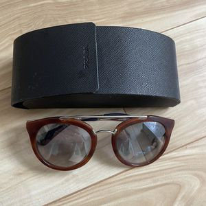 Sunglasses Prada for Sale in Hollywood, FL