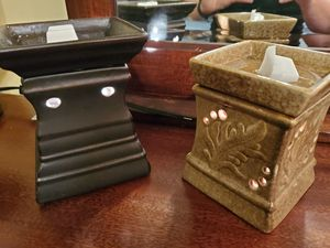 Wax warmers and scentsy melts for Sale in Monroe, WA