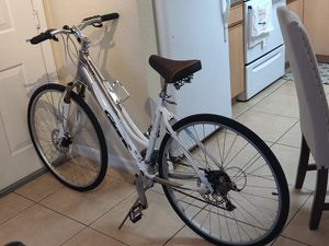 Bike Giant Cypress LX good condition. for Sale in Pompano Beach, FL