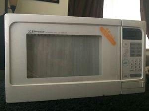 Emerson 600 watt microwave for Sale in Denver, CO