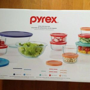 Pyrex 22pc Glass Mixing Bowl and Food Storage Set for Sale in Bayport, NY