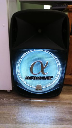 """15"""" bluetooth speaker for Sale in St. Louis, MO"""