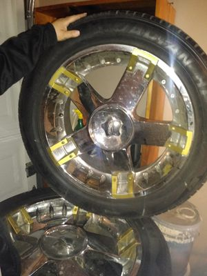 20 inch rims in and tires excellent condition for Sale in Los Angeles, CA