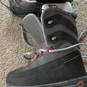 RIDE Snow boots for kids size 4 asking $60 for Sale in North Las Vegas, NV