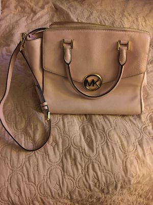 Pink Michael Kors hand bag with wallet for Sale in Las Vegas, NV
