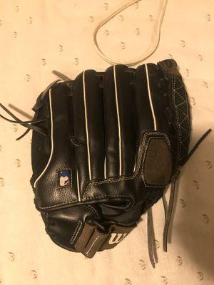 Baseball glove for Sale in Fresno, CA