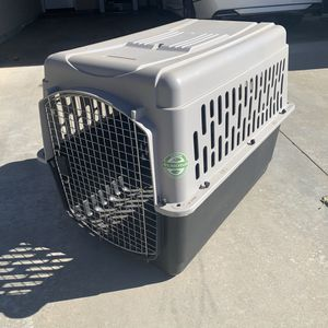 "Extra Large Dog kennel / crate / pet taxi for dogs 40"" for Sale in Riverside, CA"