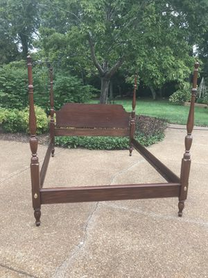 Queen size 4 poster mahogany bed frame - Henkel Harris for Sale in Brentwood, TN