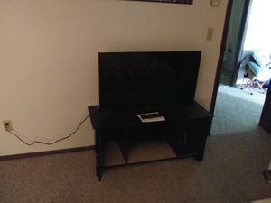 40 in Element Smart Tv for Sale in Tyndall, SD