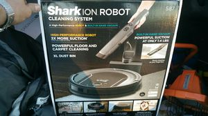 Shark robot S87 vacuum for Sale in Greensboro, NC