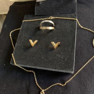 New Set Necklace with Pendant, Earrings, Bracelet and 2 Rings (gold and Silver ) for Sale in Hollywood, FL
