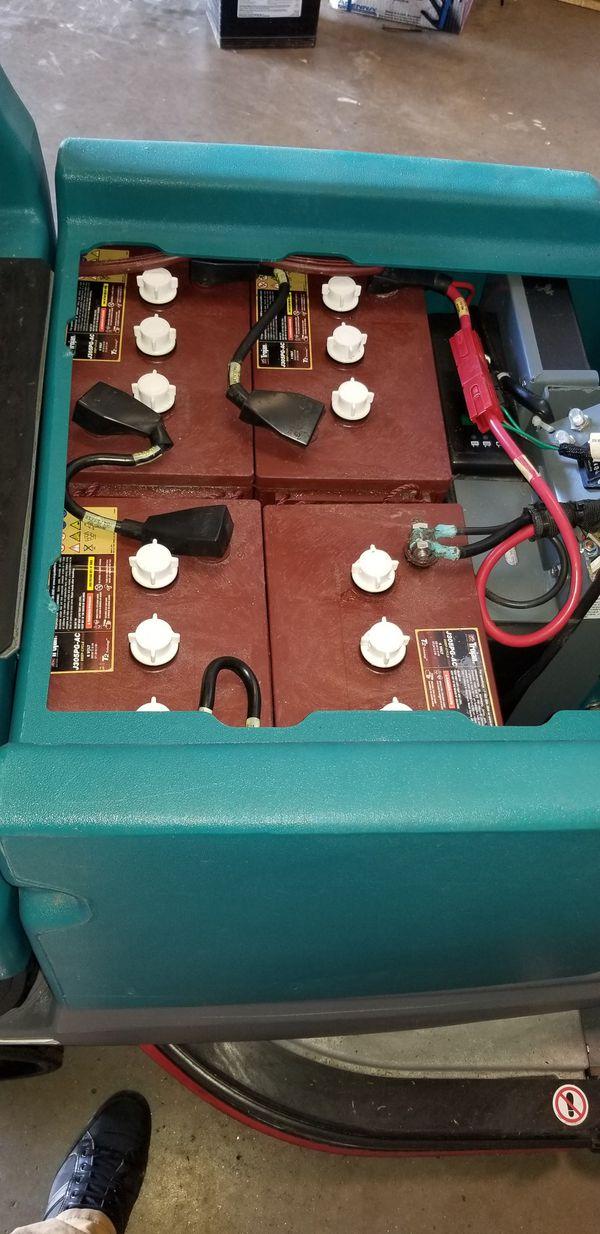 Tennant T7 floor scrubber floor cleaning machine scrubb