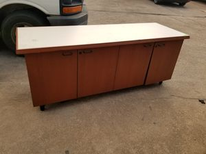 White top 4 door cabinet $100 (good condition) for Sale in Houston, TX