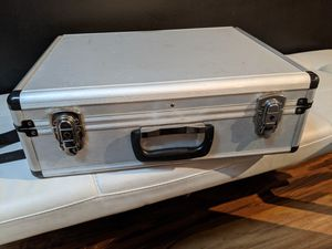 Aluminum barber carrying case w/ shoulder strap for Sale in Chicago, IL