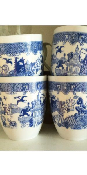4 cups Blue Willow design with Bigfoot robot and more calamityware design don't Moyer from Poland for Sale in Obetz, OH