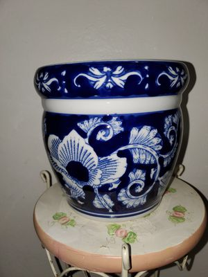 CHINESE FLOWER POT-WHITE & BLUE. for Sale in Miami, FL