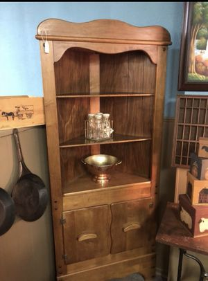Maple Corner Shelf Vintage for Sale in Byrnes Mill, MO