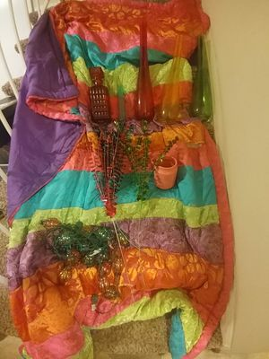 Girls twin comforter blanket and decor vases and light set for Sale in Indianapolis, IN