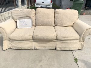Free couch for Sale in Dinuba, CA