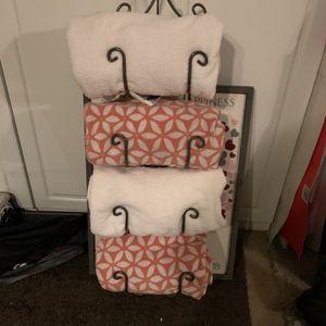 Towel Rack for Sale in Rancho Cucamonga, CA