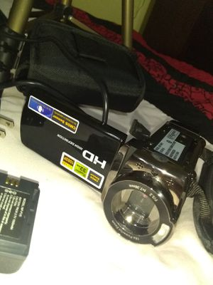 digital camera, new, in good condition, includes a stand, two batteries, a charger and its respective bag for Sale in Raleigh, NC