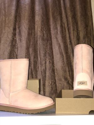 UGG Classic II Short Boot Pink for Sale in New York, NY
