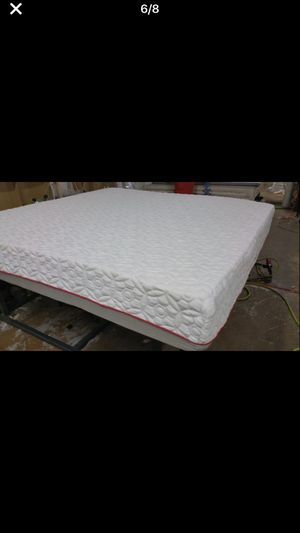 King size Memory Foam Mattress with splits Box spring for Sale in Baltimore, MD