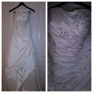 White wedding dress- size 4- for Sale in Durham, NC