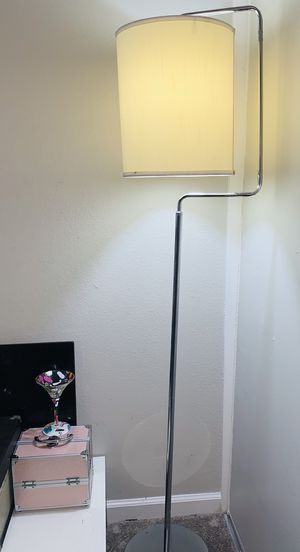 Beautiful Vintage Floor Lamp size 65 inches Tall for Sale in Bellflower, CA
