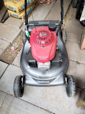 Honda self propelled lawn mower for Sale in Phoenix, AZ