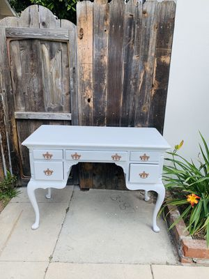 Beautiful vanity desk makeup for Sale in Huntington Park, CA