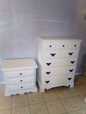 $160/set 5 drawer solid maple wood dresser H: 45in W: 32in D: 19in 3 drawer solid wood nightstand end table H: 25in W: 25.5in D: 17in for Sale in Peoria, AZ