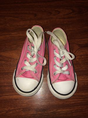 Girls size 8 Converse. Sea World area. for Sale in San Antonio, TX