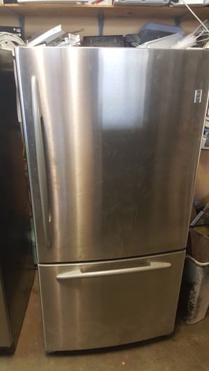 GE PROFIE STAINLESS STEEL BOTTOM FREEZER ICE MAKER WARRANTY DELIVERY for Sale in College Park, MD